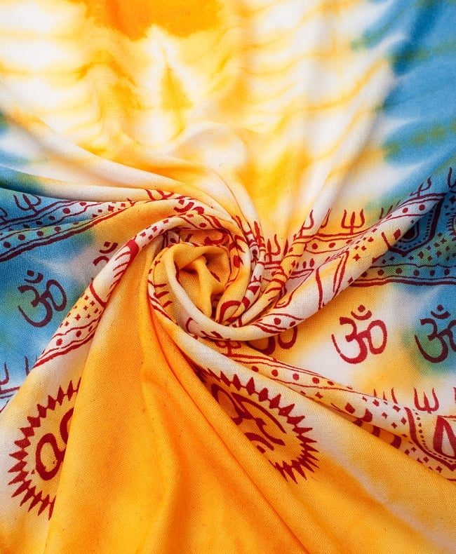〔195cm*100cm〕ガネーシャ&ヒンドゥー神様のタイダイサイケデリック布 - 黄×水色×茶緑×紫系の写真4 - タイダイ特有の色合いがとても綺麗です