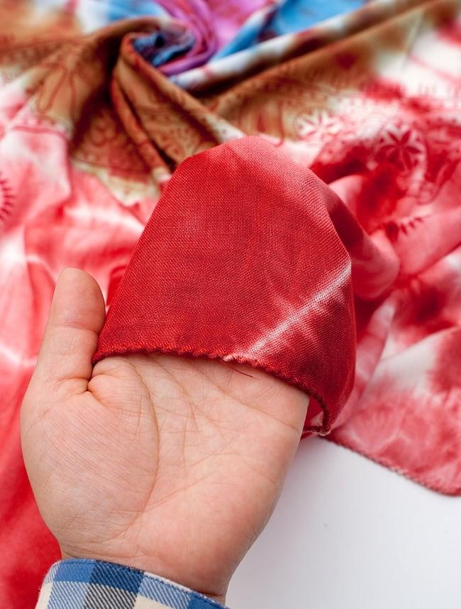 〔195cm*100cm〕ガネーシャ&ヒンドゥー神様のタイダイサイケデリック布 - 赤×紫×青×緑系 6 - 少ししっとりとした柔らかい手触りです。首に巻いてもチクチクしにくい点もいいと思います。