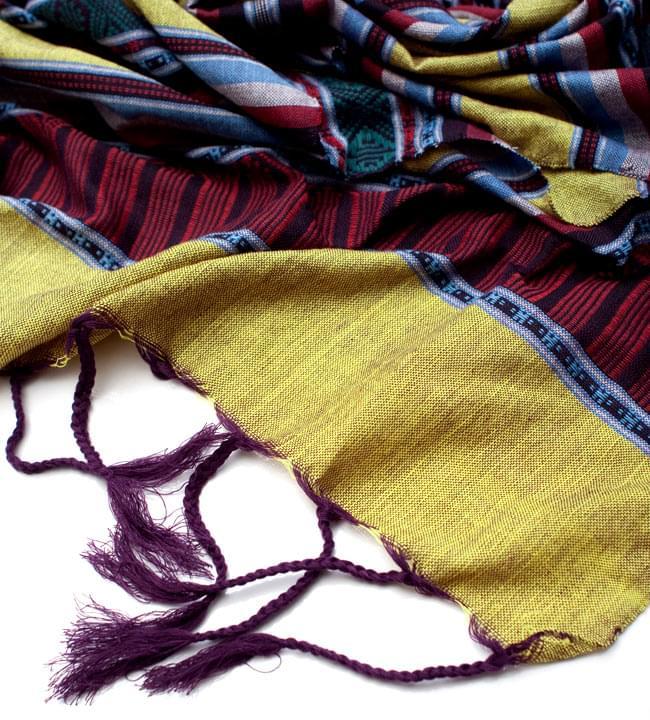ベトナム ターイ族の伝統手織りスカーフ・デコレーション布 4 - 縁の部分の写真です。こちらは、フリンジ付きです。