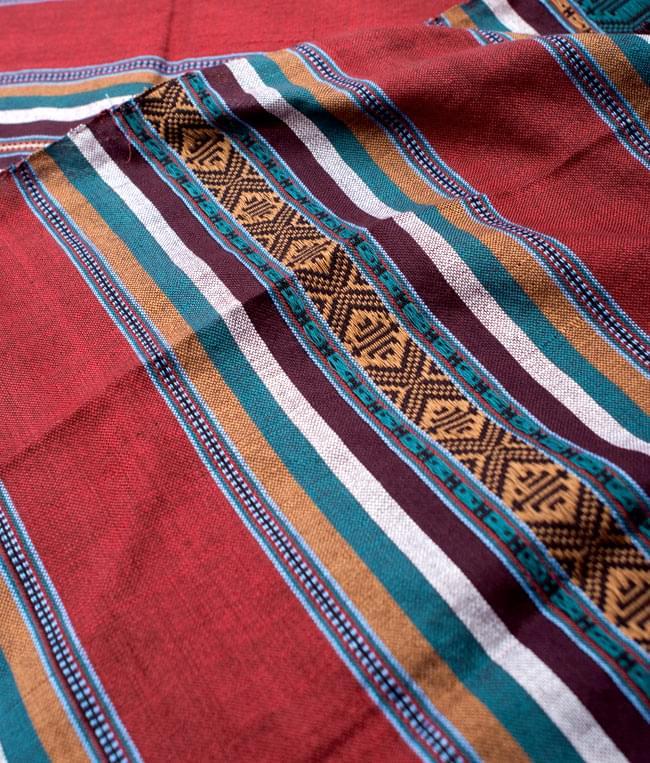 ベトナム ターイ族の伝統手織りスカーフ・デコレーション布 2 - 拡大写真です。丁寧に織られています。