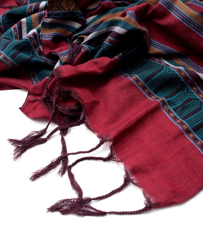 ベトナム ターイ族の伝統手織りスカーフ・デコレーション布の写真4 - 縁の部分の写真です。こちらは、フリンジ付きです。