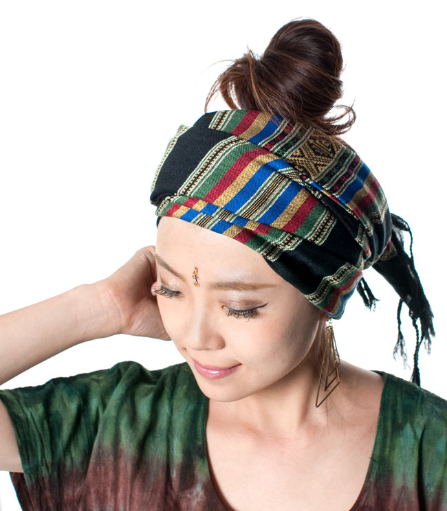ベトナム ターイ族の伝統手織りスカーフ・デコレーション布 8 - 柔らかいので、頭に巻いてターバンとしてもオススメ!(以下の写真は同ジャンル品のものになります。)