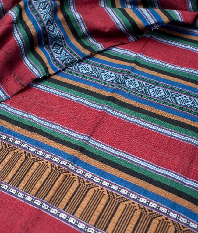ベトナム ターイ族の伝統手織りスカーフ・デコレーション布の写真2 - 拡大写真です。丁寧に織られています。