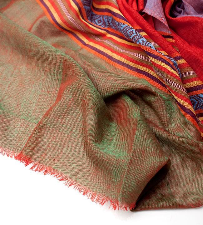 ベトナム ターイ族の伝統手織りスカーフ・デコレーション布(切りっぱなし)の写真4 - 縁の部分の写真です。こちらは、フリンジなしの切りっぱなしタイプです。
