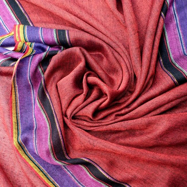 〔170cm×53cm〕ボーダーストール- 朱色×黒×ピンク×紫系の写真5 - 美しい色彩感覚を持つインドからやってきました