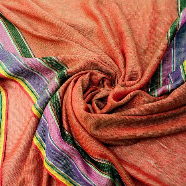 〔170cm×53cm〕ボーダーストール- 緑×オレンジ×黒×ピンク×紫系の写真5 - 美しい色彩感覚を持つインドからやってきました