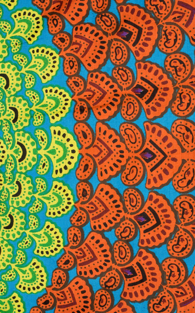 マンダラ柄のカラフルコットンルンギー - 水色の写真4 - アップにしてみました。