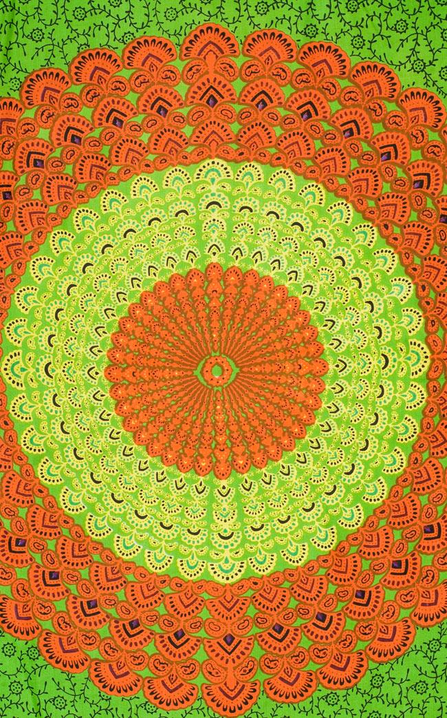 マンダラ柄のカラフルコットンルンギー  - 黄緑の写真2 - 中心部分をアップにしてみました。