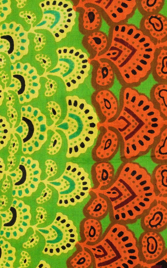 マンダラ柄のカラフルコットンルンギー  - 黄緑の写真4 - アップにしてみました。
