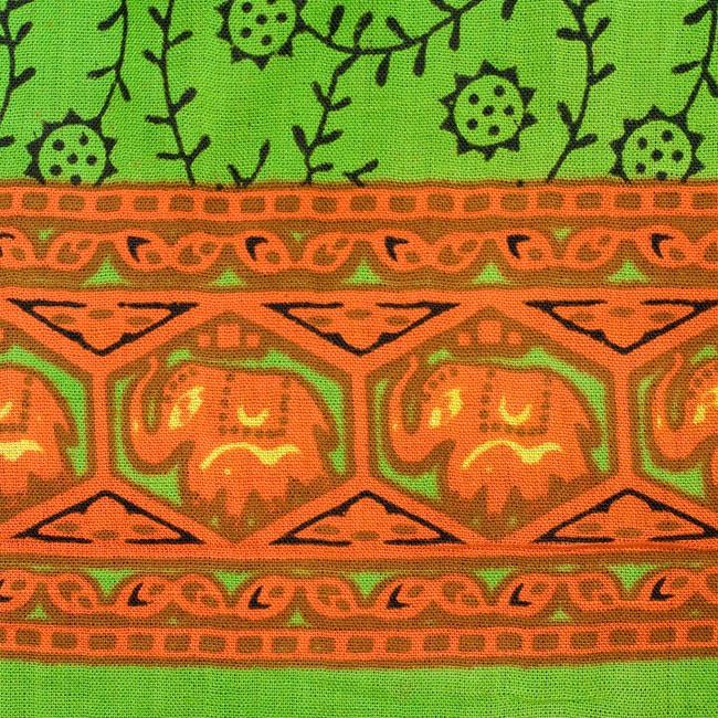 マンダラ柄のカラフルコットンルンギー  - 黄緑の写真5 - 端の部分にはぞうさんがいます。