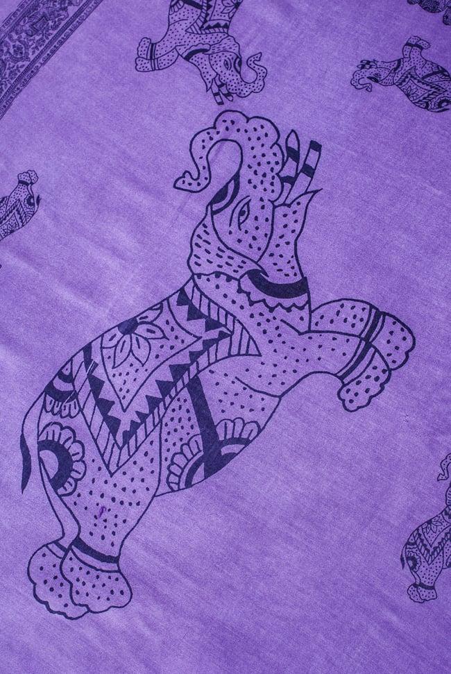 [100cmx200cm]インドの大きなゾウさんルンギー - むらさき 2 - 中央には艶然とした表情の象が踊っています