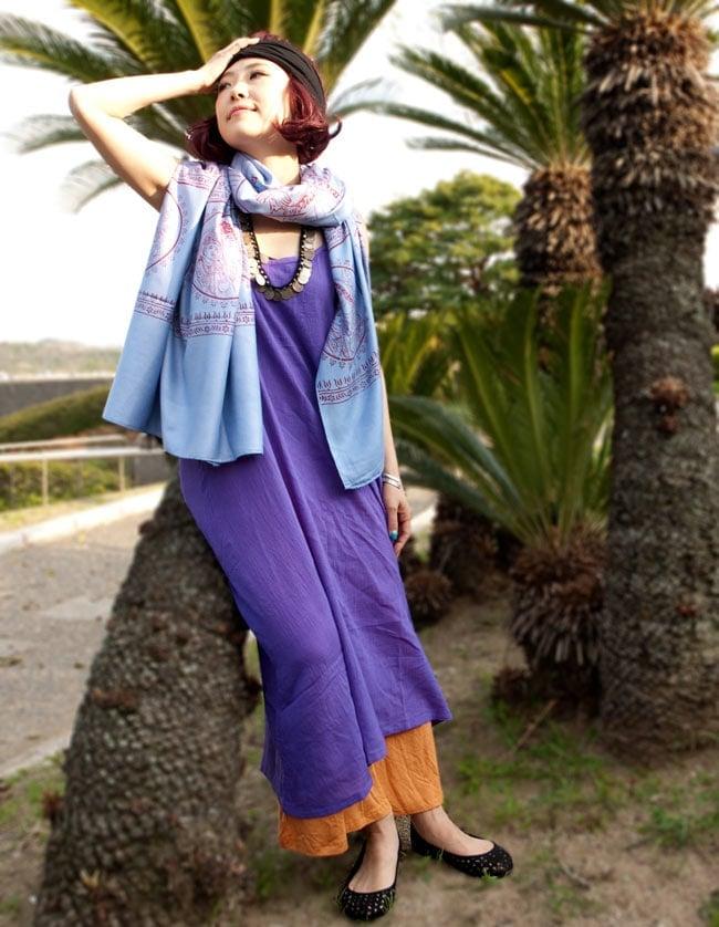 [100cmx200cm]インドの大きなゾウさんルンギー - むらさき 8 - 類似商品をショールとして羽織ってみました。他にも壁掛けにしたりホコリよけにしたり、いろいろな使いみちのある便利布です。