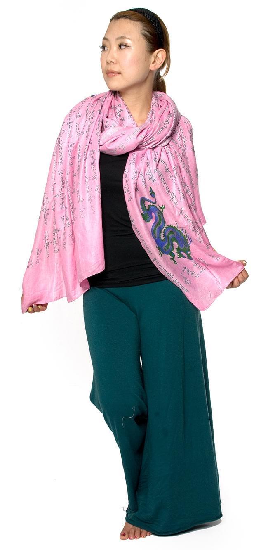 (190cm×100cm)チベット風ヴァジュラと龍の大きなストール - 黒 7 - スカーフとしてもかさばらないですよ