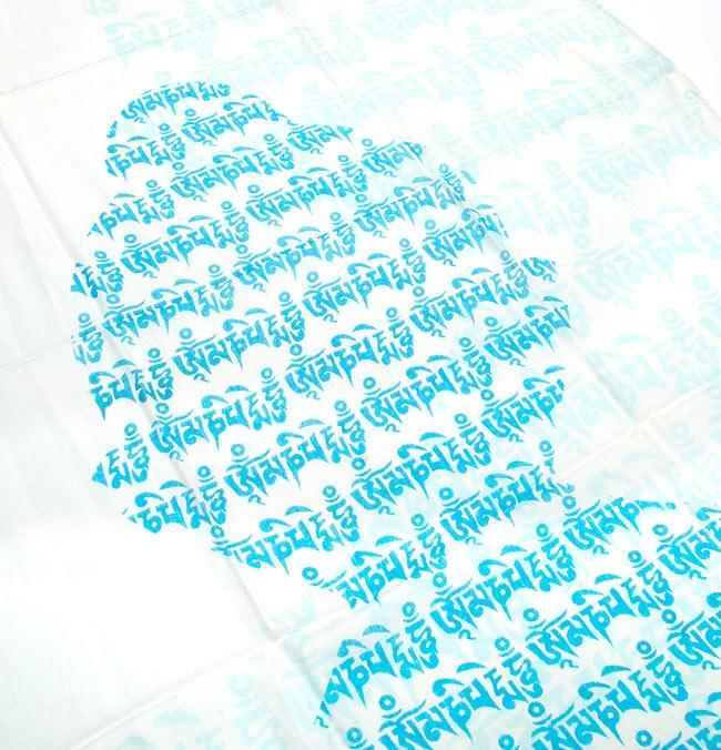 (160cm×70cm)ヒストリーブッダのファンシーストール - 水色 3 - 文字でブッダが形どられています。