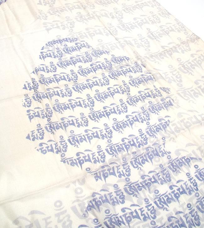 [160cm×70cm]ヒストリーブッダのファンシーストール - 青の写真2 - 文字でブッダが形どられています。