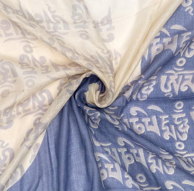 [160cm×70cm]ヒストリーブッダのファンシーストール - 青の写真3 - 布をクシュクシュっとしてみました。