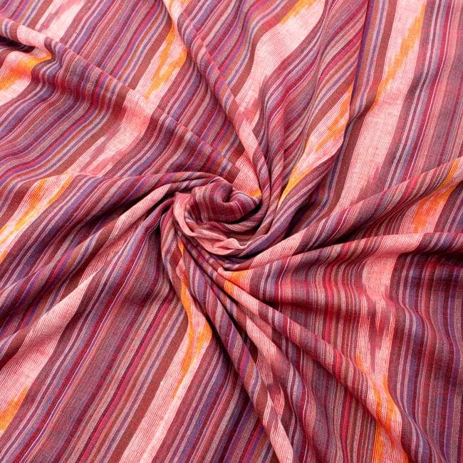 〔170cm×100cm〕ヘビーイカットルンギー - 赤×グレー系の写真5 - 色彩の国、インドらしい美しい配色。差し色として素敵です。