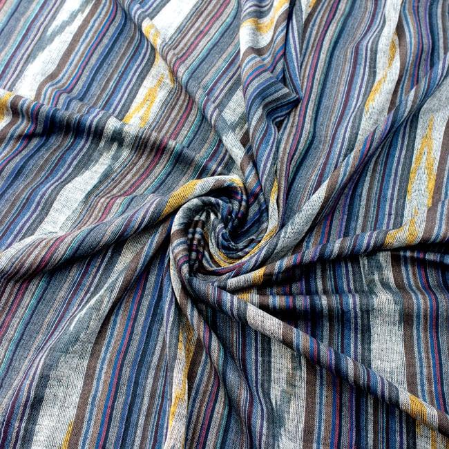 〔170cm×100cm〕ヘビーイカットルンギー - 紺×青×白系の写真5 - 色彩の国、インドらしい美しい配色。差し色として素敵です。