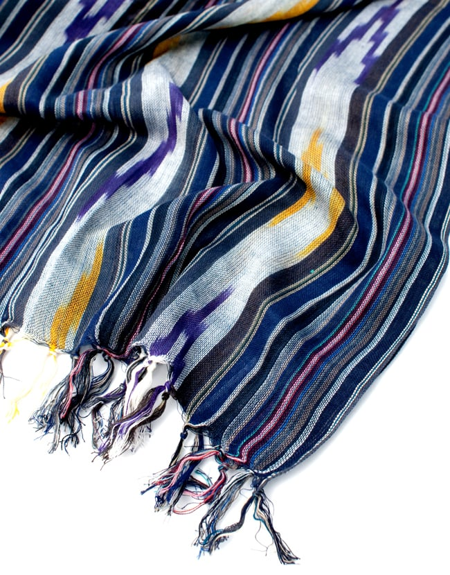 〔170cm×100cm〕ヘビーイカットルンギー - 青×紫×白系 6 - フリンジの写真です