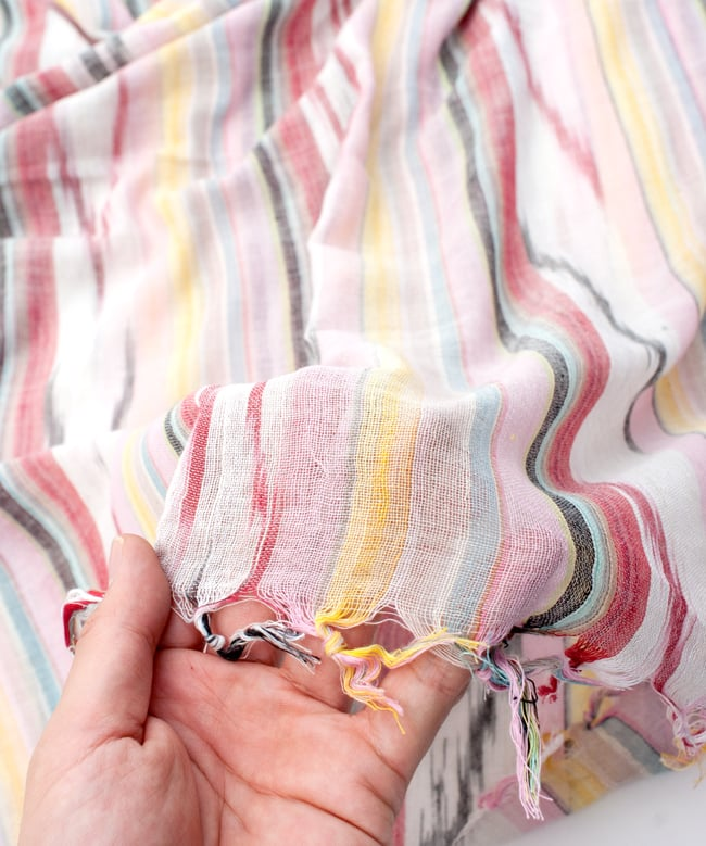 〔170cm×100cm〕ヘビーイカットルンギー - 明るめ薄ピンク系の写真7 - このような質感になります