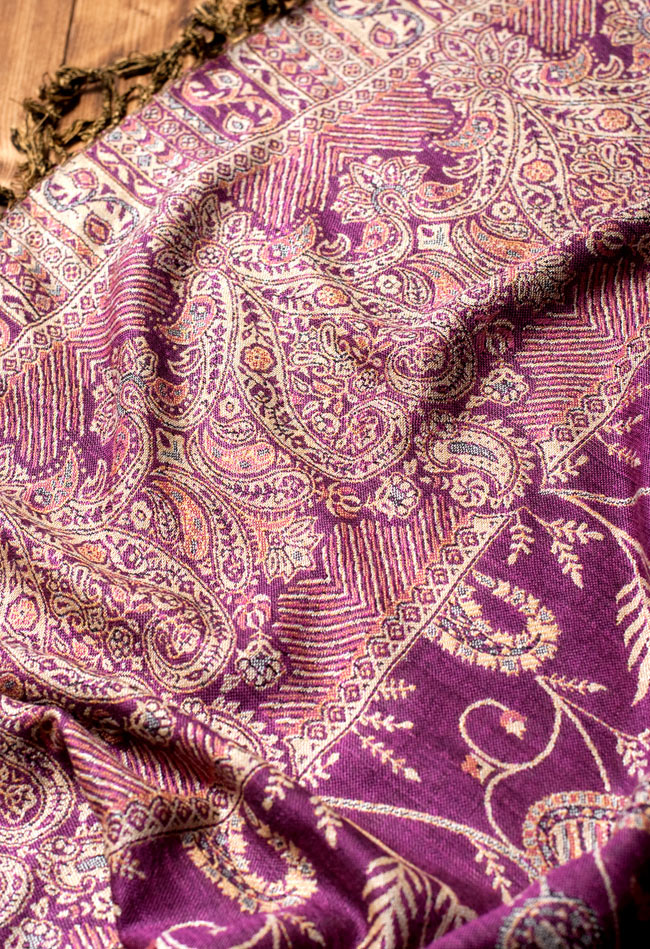 〔200cm×70cm〕インド更紗 伝統チンツ柄ストール - 紫系アソート 5 - 別の角度からの写真です。模様は伝統的なインド更紗模様です。
