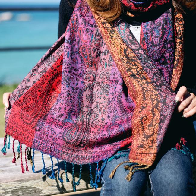 〔200cm×70cm〕インド更紗 伝統チンツ柄ストール - 紫系アソート 9 - 陽の光を受けると、また鮮やかで綺麗です。