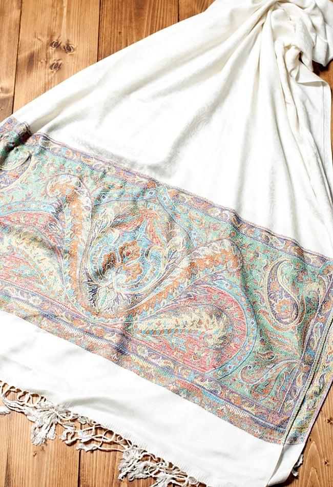 〔200cm×70cm〕インド更紗 伝統ペイズリー柄ストール - ホワイト 3 - 広げた写真です。色合いも綺麗です。