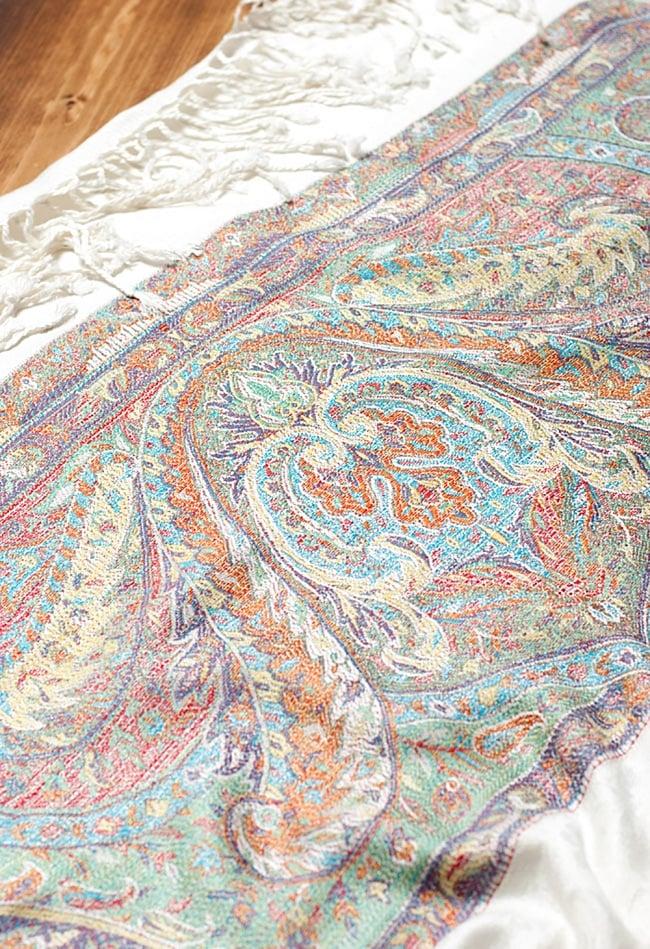 〔200cm×70cm〕インド更紗 伝統ペイズリー柄ストール - ホワイト 4 - 別の角度からの写真です。模様は伝統的なインド更紗模様です。