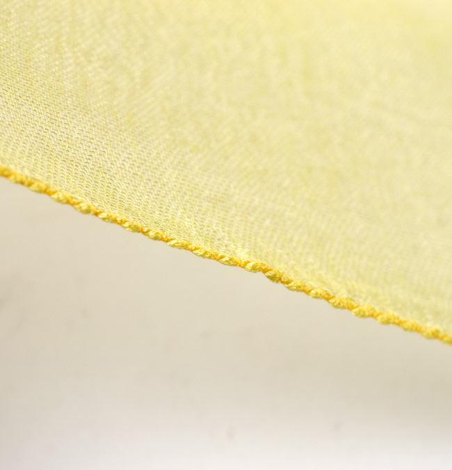 ガーゼ生地のグラデーション スカーフ【黄色】の写真5 - 布の一部分の拡大です