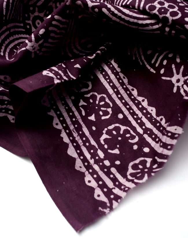 〔185cm*115cm〕インドのコットンバティック 伝統ろうけつ染め布 - 紫檀色の写真5 - フチの写真です。ざっくりと裁断されていますが、そこまで気にならないと思います。