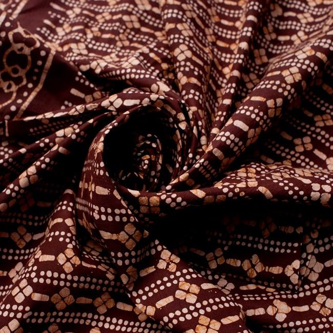 〔185cm*115cm〕インドのコットンバティック 伝統ろうけつ染め布 - 茶色の写真4 - 布をクシュクシュっとしてみました