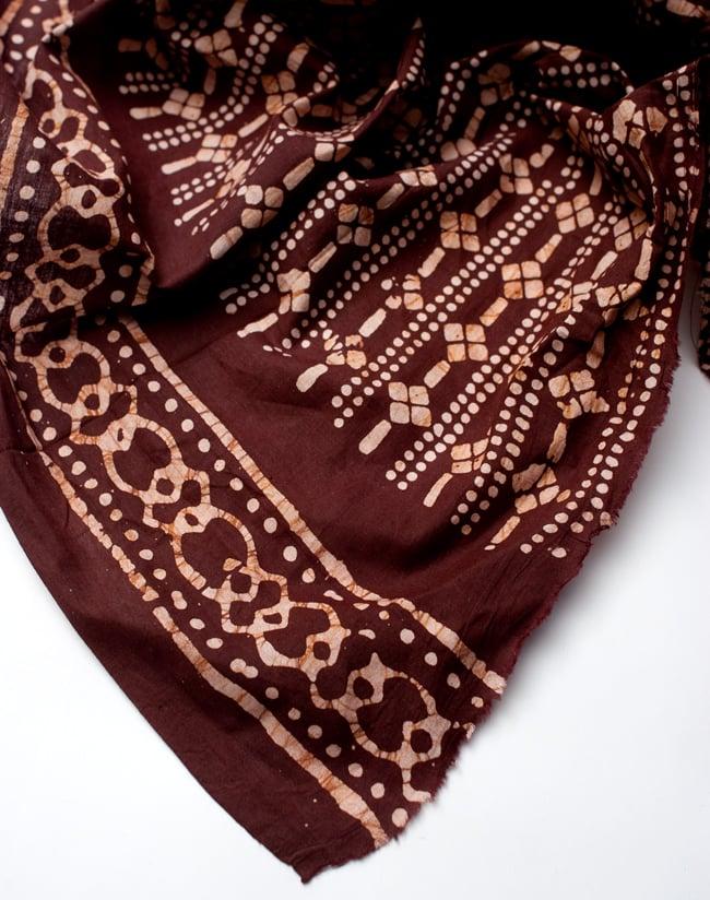 〔185cm*115cm〕インドのコットンバティック 伝統ろうけつ染め布 - 茶色の写真5 - フチの写真です。ざっくりと裁断されていますが、そこまで気にならないと思います。