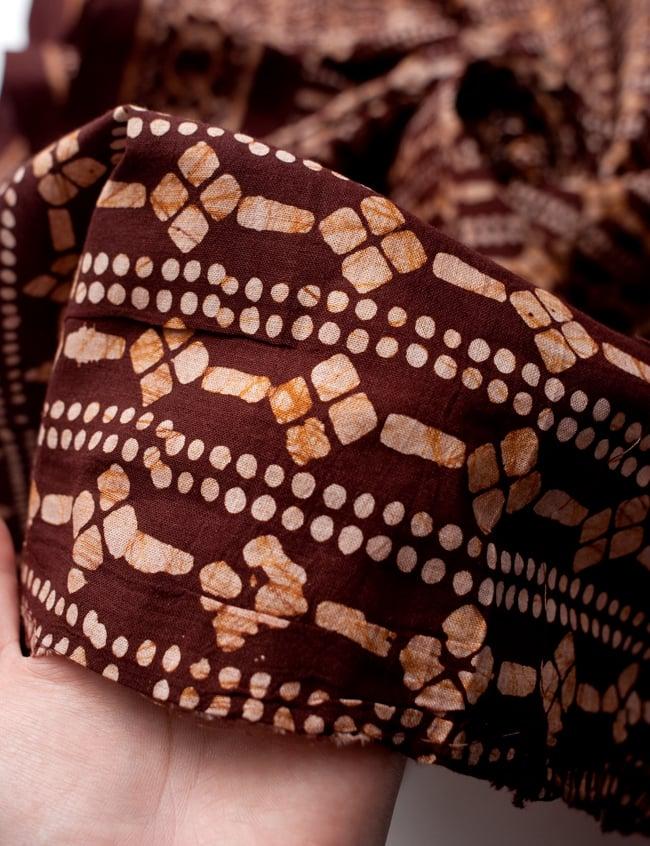 〔185cm*115cm〕インドのコットンバティック 伝統ろうけつ染め布 - 茶色の写真6 - 植物の息吹を感じる更紗模様や、インドの伝統模様などぬくもりのあるデザインです。