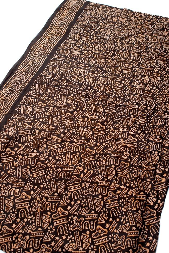 〔185cm*115cm〕インドのコットンバティック 伝統ろうけつ染め布 - 焦げ茶の写真2 - 全体写真です。お部屋をアジアンな雰囲気にしてくれます。