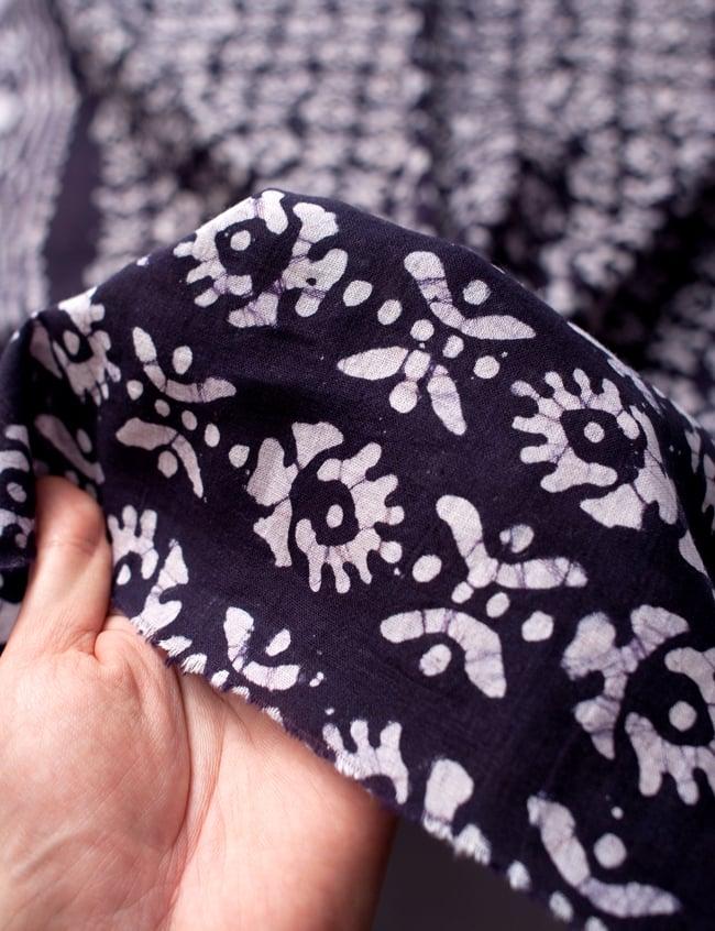 〔185cm*115cm〕インドのコットンバティック 伝統ろうけつ染め布 - 紫の写真6 - 植物の息吹を感じる更紗模様や、インドの伝統模様などぬくもりのあるデザインです。
