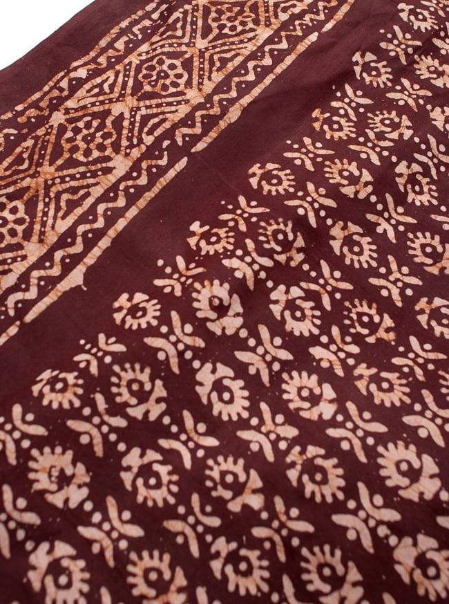 〔185cm*115cm〕インドのコットンバティック 伝統ろうけつ染め布 - 茶色の写真3 - 拡大写真です。近くでみるとムラがあるのですが、それによりハンドメイド独特な雰囲気が出ています。
