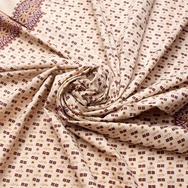 〔180cm*120cm〕インドの伝統柄 更紗模様プリント布の写真4 - 布をクシュクシュっとしてみました