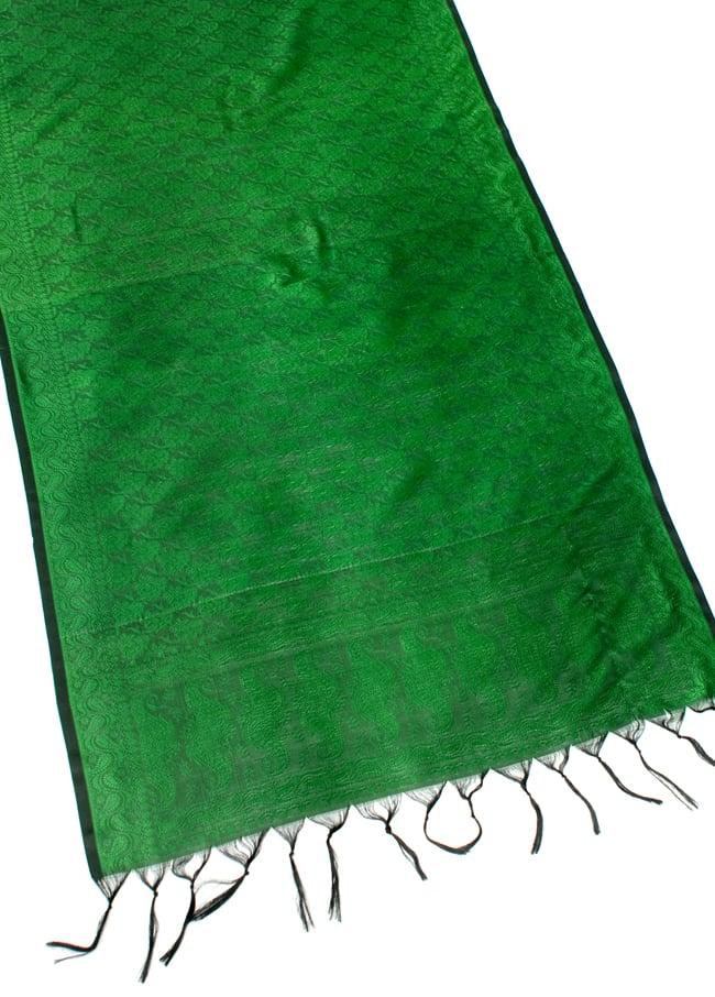 光沢ペイズリー シルク風ファブリック[濃緑系] 2 - 広げた写真です。長い布なのでインテリアなどのデコレーション用としてもオススメです。