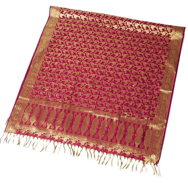 (大判)金色刺繍のデコレーション布 - 唐草・赤の写真