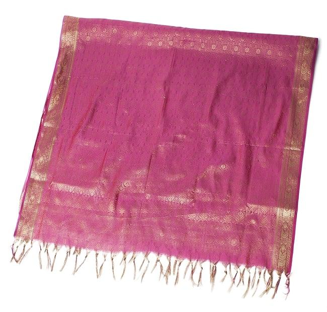 [大判]金色刺繍のデコレーション布 - 伝統模様・ピンクの写真