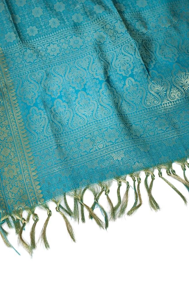 [大判]金色刺繍のデコレーション布 - 花柄・エメラルドグリーンの写真4 - 縁の部分の写真です。フリンジと布の色の組み合わせ綺麗です。