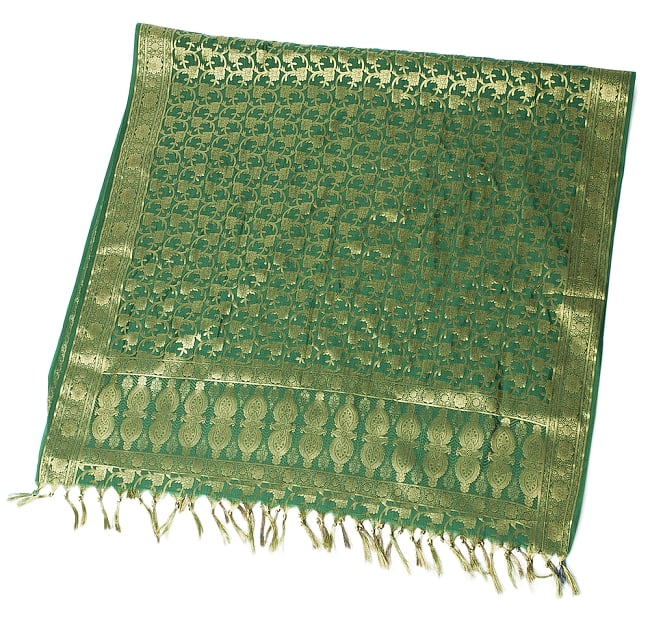 [大判]金色刺繍のデコレーション布 - 唐草・緑の写真