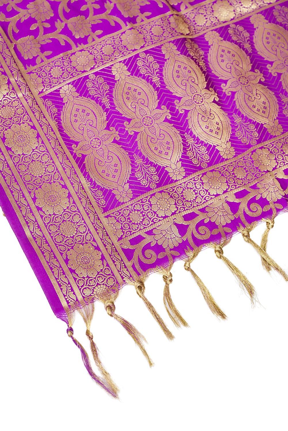 (大判)金色刺繍のデコレーション布 - 唐草・パープル 4 - 縁の部分の写真です。フリンジと布の色の組み合わせ綺麗です。