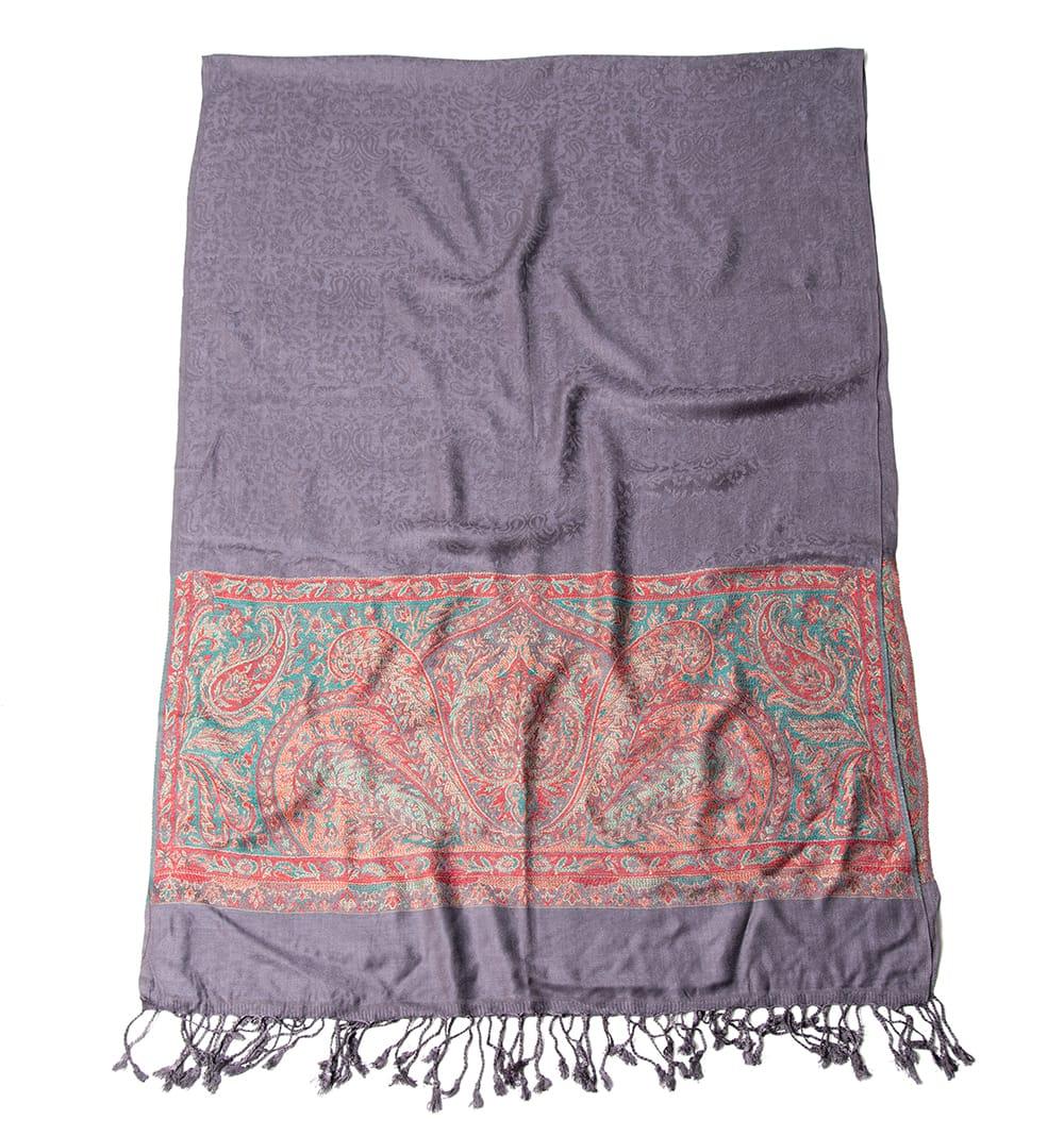 〔200cm×70cm〕インドの伝統柄 ペイズリーショール - グレー 2 - 二つ折りにして広げてみた様子です。