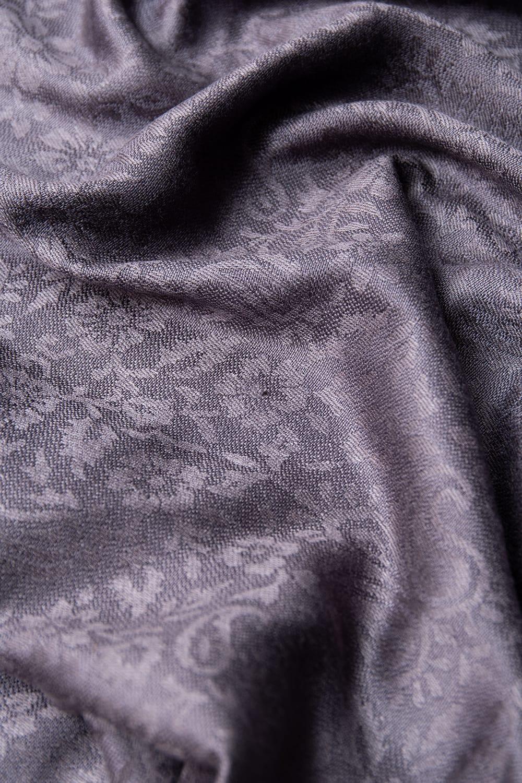 〔200cm×70cm〕インドの伝統柄 ペイズリーショール - グレー 7 - 無地に見える部分もうっすらと唐草模様が入っています。