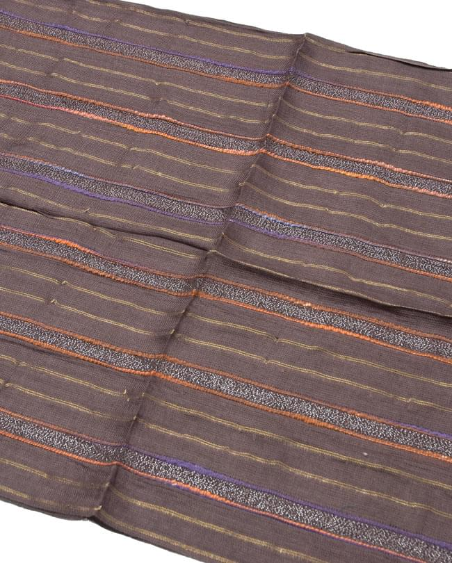 金糸入りスカーフ - 濃茶系の写真2 - 金糸がアクセントになっています。
