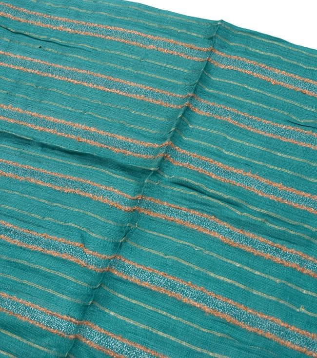 金糸入りスカーフ - 淡緑系の写真2 - 金糸がアクセントになっています。