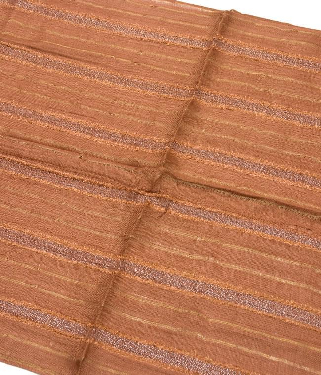 金糸入りスカーフ - 茶系 2 - 金糸がアクセントになっています。
