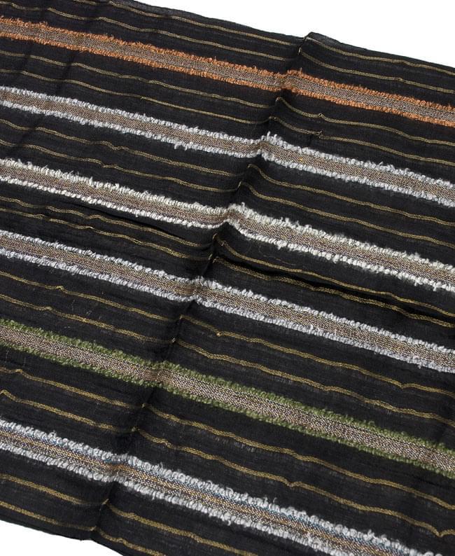 金糸入りスカーフ - 黒系 2 - 金糸がアクセントになっています。