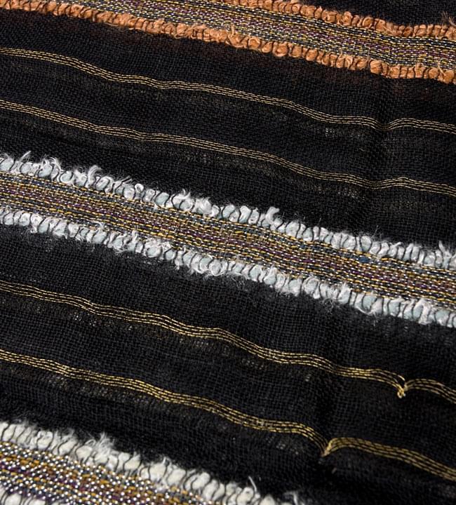 金糸入りスカーフ - 黒系 3 - 模様を拡大してみました。